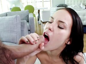 Pretty Girl Opens Up For Cum In Her Teen Mouth